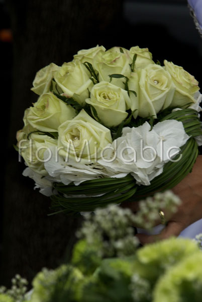 Wedding in Italy: photos of white, ivory flowers&bouquet  Flormidable.com