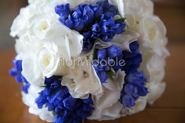 Bouquet Sposa Lisianthus E Rose.Wedding In Italy Photos Of Blue Wedding Flowers Bouquets