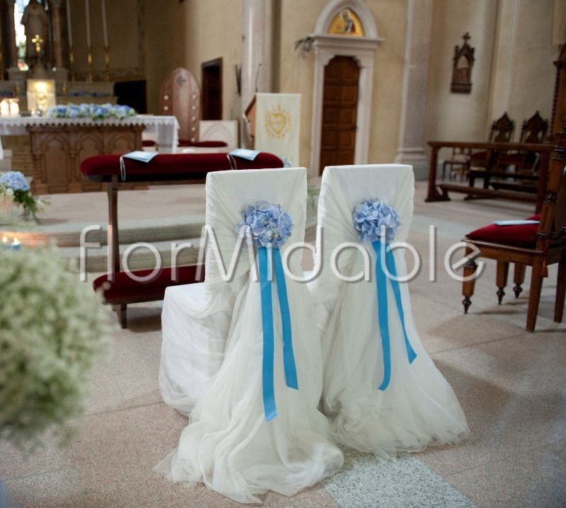 Glamorous wedding decor in Tiffany blue shades
